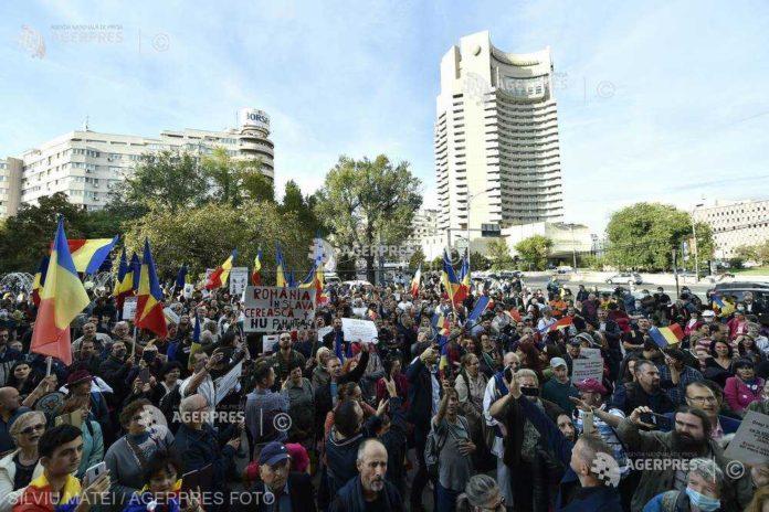 Protest anti-mască la Piaţa Universităţii