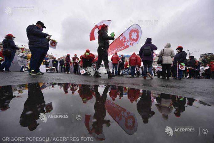 Sindicaliştii Federaţiei Sanitas ameninţă cu declanşarea conflictului de muncă la nivel naţional