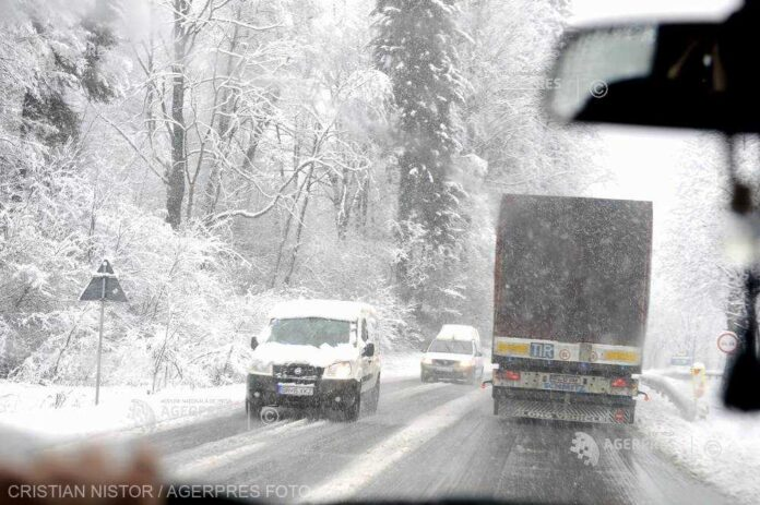 Trafic intens pe Valea Prahovei; coloană de maşini în zonele Braşov, Comarnic, Sinaia, Buşteni